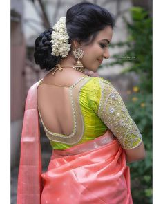 How to A Get Designer Saree Look to your Old Saree (without cutting into pieces) we all have quite a few numbers of sarees sitting at our wardrobes fr… Blouse Back Neck Designs, Simple Blouse Designs, Stylish Blouse Design, Silk Saree Blouse Designs, Bridal Blouse Designs, Saris, Trendy Baby, Lehenga, Anarkali