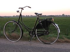 The Dutch Omafiets is a modern-day ladies' roadster of classic design.
