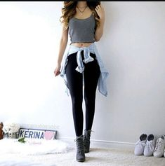When you're searching a casual outfit, combine a black leggings in a fashionable way. Now choose a pair of gray ankle boots. Teenage Outfits, Teen Fashion Outfits, Outfits For Teens, Trendy Outfits, Girl Fashion, Style Fashion, Cute Summer Outfits, Spring Outfits, Summer Leggings Outfits