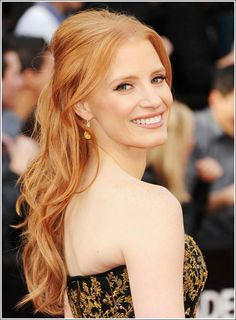 Jessica Chastain at the Oscars! Loving her strawberry blonde hair! Oscar Hairstyles, Celebrity Hairstyles, Down Hairstyles, Simple Hairstyles, Hairstyles Haircuts, Summer Hairstyles, Red Carpet Hairstyles, Gorgeous Hairstyles, Fashion Hairstyles