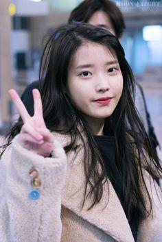[160131] 인천공항 출국 아이유 직찍 by 달빛마차 Korean Actresses, Asian Actors, Kpop Girl Groups, Kpop Girls, Lee Young, Pretty Korean Girls, Red Velvet Irene, Fandom, Natural Looks