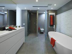 Molins Interiors // arquitectura interior - interiorismo - decoración - baño - bathroom - dormitorio - suite - master - room - bañera - bathtub - open space - white - blanco - espacios