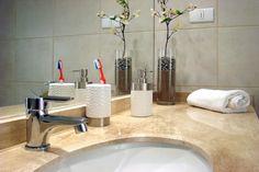 Περιορίστε τη βρωμιά και τα μικρόβια στο μπάνιο με απλές, αλλά σωτήριες, πράσινες λύσεις. Κάντε το καθάρισμα μπάνιου παιχνιδάκι.