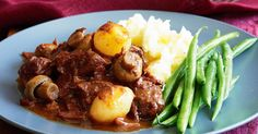 Slow Cooker Beef Bourguignon Easy Healthy Recipes Using Real Ingredients Beef Bourguignonne, Bourguignon Recipe, Easy Healthy Recipes, Meat Recipes, Cooking Recipes, Lamb Recipes, Recipies, Slow Cooking, Cooking Time