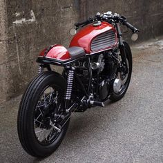 Fabulous Kawazaki KZ650 by @paalmotorcycles GIVEAWAY @vikingbags (check our profile) What do guys think? More at: Caferacernation.co