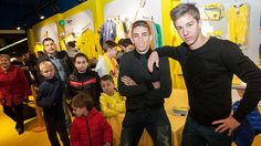Vietto and Gabriel visit the official store. Villarreal Cf, December 2014, Official Store, Gabriel, How To Make, Archangel Gabriel