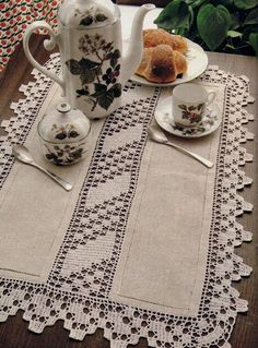 Magic Crochet Nº 40 - Edivana - Picasa Web Albums / prostokątna serweta ze wstawkami Crochet Dollies, Crochet Quilt, Filet Crochet, Crochet Flowers, Hand Crochet, Crochet Lace, Crochet Borders, Crochet Stitches Patterns, Crochet Designs