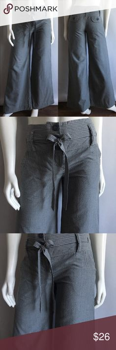"""Anthropologie Elevenses Pants Anthropologie Elevenses Pants come in gray striped cotton/Polyester and is fully lined with pocket and button detail. Size: 2 Waist: 29"""" Hips: 32"""" Inseam: 33"""" Rise: 9"""" (front) 11"""" (back). In like new condition. Anthropologie Pants Wide Leg"""