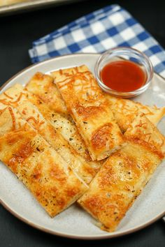Nov 2019 - See how easy it is to make Little Caesars Italian Cheese Breadsticks at home with this copycat recipe. Only 5 simple ingredients needed for cheesy bread. Italian Cheese Bread, Garlic Cheese Bread, Copykat Recipes, Soup Recipes, Cooking Recipes, Cat Recipes, Yummy Recipes, Pizza Recipes, Restaurant
