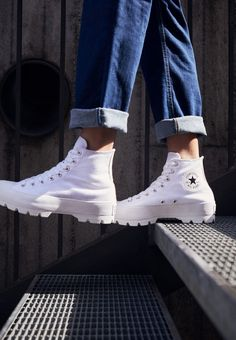 Converse haute blanches à plateforme, sneakers Converse Chuck Taylor All Star Lugged, sur Zalando ! Mode Converse, Converse Boots, Outfits With Converse, Diy Converse, Converse Vintage, Converse Logo, Converse Star, Boot Outfits, Custom Converse