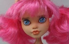 """MH-Howleen-Wolf-repaint. Bought her used, her first """"Mommy"""" has toooo much dolls. Is that possible, too much :)"""