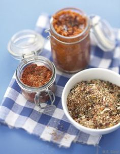 Mélange d'épices pour barbecue - ELLE Mason Jar Meals, Meals In A Jar, Salty Foods, Bbq Party, Fish Sauce, Salad Recipes, Spices, Food And Drink, Homemade