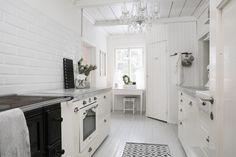 Maalaisromantinen keittiö hurmaa kauneudellaan