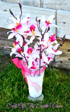 Salt Of The Earth Vase tutorial - easy, cute decoration using Epsom salts!  AMothersShadow.com