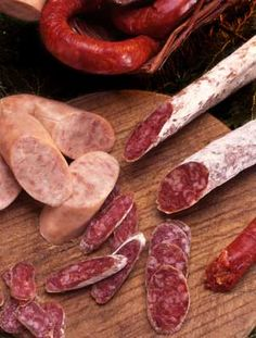 The best embutits in Catalunya are said to be from Vic, a market town in the mountainous zone about 60 km north of Barcelona / Embotits del país barcelona · optica manresa · optica barcelona · manresa barcelona · manresa · Catalan Food, Gastronomy Food, Shrimp And Lobster, Best Sausage, Good Food, Yummy Food, Gourmet Cooking, Positive Feedback, Bread And Pastries