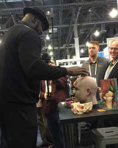 SHAQ thought my 3D printed head was pretty cool... #shaq#shaquilleoneal#shaqo#whitecloudsdp#whiteclouds3d#ces2016#3dprinting#3dprinter by bodhisattva444
