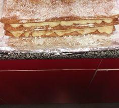 Milhojas con crema pastelera. Un dulce con crema pastelera que gustará a grandes y pequeños