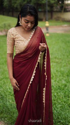 Georgette Red Saree with gold border Satin Saree, Red Saree, Saree Look, Plain Chiffon Saree, Plain Saree With Heavy Blouse, Pattu Saree Blouse Designs, Half Saree Designs, Trendy Sarees, Stylish Sarees