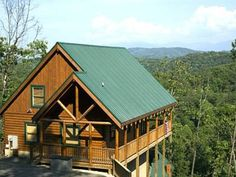 Blue Ridge Sunrise Pigeon Forge (Tennessee) Located in Conner Heights, this air-conditioned holiday home features an outdoor pool. The unit is 6 km from Gatlinburg.  There is a seating area and a kitchen equipped with a dishwasher.