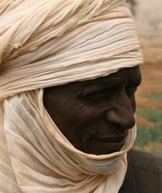 Tuareg people of the Sahara, Nigeria, & Mali. Traditionally the men wear veils, and the women do not. Out Of Africa, West Africa, Tuareg People, African History, People Of The World, Color Of Life, Sierra Leone, Ghana, Beautiful People