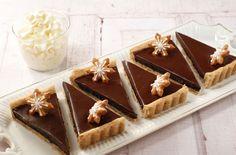Edible Flowers, Christmas Desserts, Tart, Waffles, Sweets, Cookies, Baking, Fruit, Breakfast