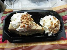 I love Dulce De Leche Cheesecake. If it's near me I can't resist it. Cake & Co, Cheese Cakes, Waffles, The Best, Thats Not My, Ice Cream, Favorite Recipes, Sweets, Love