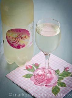 Flauder – das Kultgetränk aus der Schweiz (mit Rezept zum Selbermachen) Soul Food, Martini, Switzerland, Party Themes, Beverages, Tableware, Kitchen, Swiss Recipes, Drinking