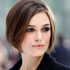 Coupe carré plongeant Keira Knightley