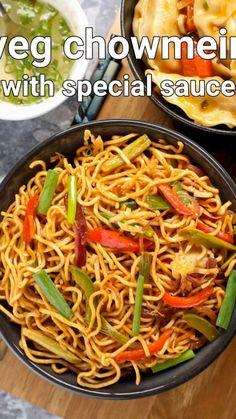 Vegetarian Chow Mein Recipe, Vegetarian Fast Food, Chow Main Recipe, Veggie Chow Mein, Maggi Recipes, Spicy Recipes, Cooking Recipes, Veg Food Recipes, Indian Vegetable Recipes