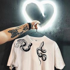 Bleaching Clothes, Mens Printed T Shirts, Cool Outfits, Casual Outfits, Tattoo Shirts, Denim Art, Tattoo Clothing, Booties Outfit, Snake Design