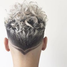 platinum hair design short curly hairstyles for men Curly Silver Hair, Silver Hair Men, Short Curly Hair, Grey Hair, Hair And Beard Styles, Curly Hair Styles, Natural Hair Styles, Men Hair Color, Temporary Hair Color