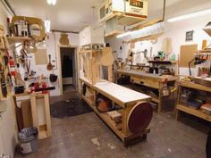 10 Woodworking Shop Plans Designs no. 721 Easy Woodworking Shop Designs For Garage Spaces Easy Woodworking Ideas, Woodworking Shop Layout, Woodworking Garage, Woodworking Basics, Woodworking Workshop, Woodworking Classes, Woodworking Blueprints, Woodworking Joints, Woodworking Patterns