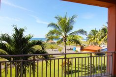 🌊Just steps to the large beachfront swimming pool or, take a few more steps and you are on the beach with miles of sand to enjoy!😎😍This property is a beautiful luxury condo in one of the most popular beachfront communities in Chiriqui province, La Barqueta. For only $179,000 you will never see a price like this again. Schedule a showing TODAY --> 6756-5850 / contact@ipreinfo.com. Visit our website for more GREAT DEALS www.insidepanamarealestate.com. #chiriqui #playalabarqueta #condo…