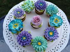 Arty Cakes, UK mini floral cupcakes