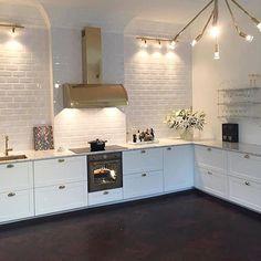 Instagram media by nyahemmet - Kolla in köket! Något av det mest stilrena jag sett på länge ✨ Otroligt snyggt jobbat @nikkan1979! #nyahemmet
