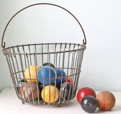 love me some vintage egg baskets