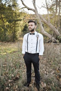 Bow tie and suspenders for this Hipster groom. Bohemian styled elopement. Photography: Kylierae Photo.