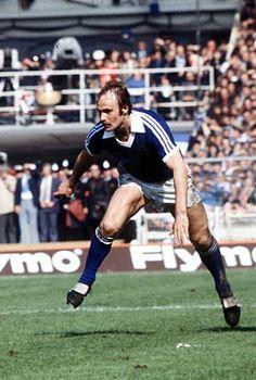 Mick Mills Ipswich Town 1978 Ipswich Town Fc, Retro Football, Tractor, Kicks, Soccer, England, Clock, Memories, Running