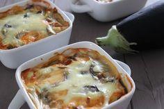 WW: 5PPTS/ personne ou 15PPTS pour la totalité Ingrédients pour 3 personnes: 2 aubergines 300g de filet de poulet un gros oignon 1 boîte de pulpe de tomate 4CC de sauce soja 1CC d'ail 250ml de lait écrémé 1 cube de bouillon de volaille 2CS