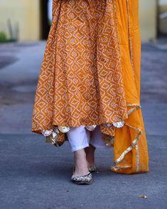 Image may contain: one or more people Pakistani Formal Dresses, Pakistani Fashion Casual, Pakistani Dress Design, Indian Fashion, Designer Party Wear Dresses, Kurti Designs Party Wear, Indian Designer Outfits, Indian Outfits, Stylish Dresses For Girls