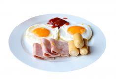 Deftiges, eiweißreiches Frühstück ohne Kohlenhydrate