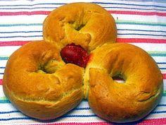 Κουλούρες της Λαμπρής ή Λαμπριάτικες - από «Τα φαγητά της γιαγιάς» Bagel, Goodies, Easter, Food, Breads, Christmas, Sweet Like Candy, Bread Rolls, Xmas