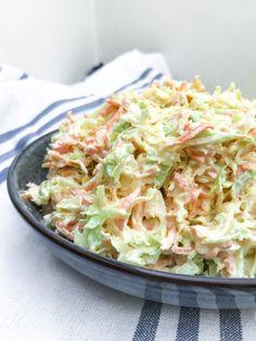Coleslaw: Super simpel opskrift – Christinas Køkken Waldorf Salat, Cole Slaw, Bbq Grill, Pulled Pork, Salad Recipes, Food Photography, Cabbage, Burger, Cooking Recipes