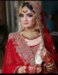 Asian Bridal Dresses, Indian Bridal Outfits, Indian Bridal Fashion, Wedding Dresses For Girls, Pakistani Bridal Makeup Hairstyles, Pakistani Bridal Wear, Bridal Makeup Images, Bridal Makeup Looks, Bridal Dress Design