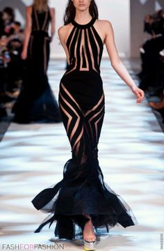 Kelly rocked this dress like a runway model lol love this dress to pieces