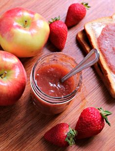 I had an abundance of apples this week and I picked up some beautiful strawberries to make this Slow Cooker Strawberry Applesauce.