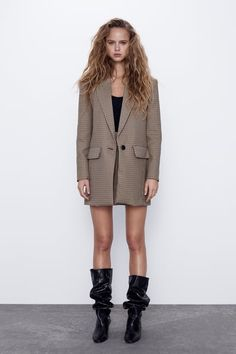 Long sleeve blazer with a lapel collar. Front flap pockets and a false welt pocket on the chest. HEIGHT OF MODEL: 177 cm. Casual Blazer, Blazer Outfits, Plaid Blazer, Blazer Dress, Blazer Jacket, Casual Outfits, Plaid Fashion, Blazer Fashion, Online Shopping