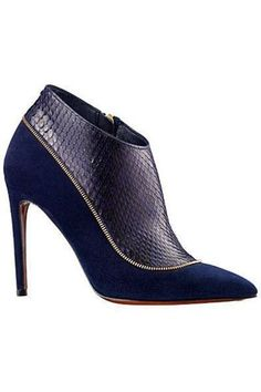 From the avant-garde pairs we can appreciate for their artistry or the must-haves of the season we're already saving for, these are the best heels, boots, brogues, and more to walk the runways. Bootie Boots, Shoe Boots, Shoes Heels, Nike Shoes, Pumps, Blue High Heels, Manolo Blahnik Heels, Mode Style, Beautiful Shoes