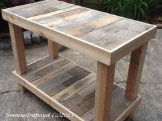 Pallet Designs Pallet Project: Kitchen Island / Work Table - I've been itching to create anything with salvaged pallets. My daughter's kitchen island is finally done. We spent an April Saturday afternoon salvaging pallets. (Read about our P… Pallet Crafts, Diy Pallet Projects, Pallet Ideas, Woodworking Projects, Pallet Projects Instructions, Cool Wood Projects, Woodworking Plans, Pallet Island, Pallet Kitchen Island