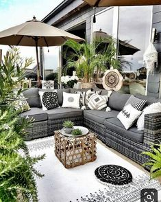 When you plan to invest in patio furniture you want to find some that speaks to you and that will last for awhile. Although teak patio furniture may be expensive its innate weather resistant qualit… Terrasse Design, Balkon Design, Patio Design, Easy Diy Room Decor, Diy Home Decor, Decor Crafts, Bedroom Decor, Diy Crafts, Outdoor Rooms